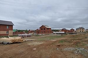 """Так, самым демократичным по цене коттеджным поселком в пригороде Екатеринбурга себя называют в проекте  """"Новый."""
